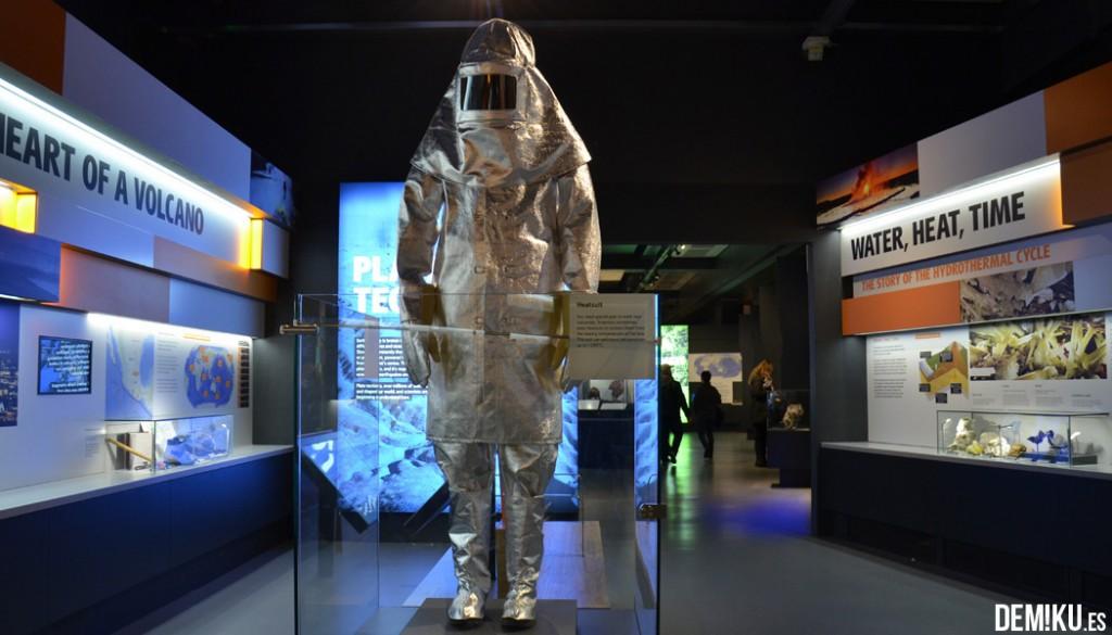 museo-historia-natural-Londres-traje-volcanes