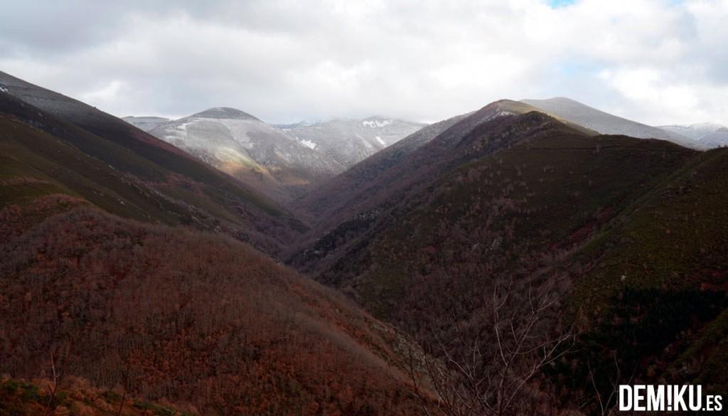 Montañas nevadas en los Ancares de Lugo (Galicia)