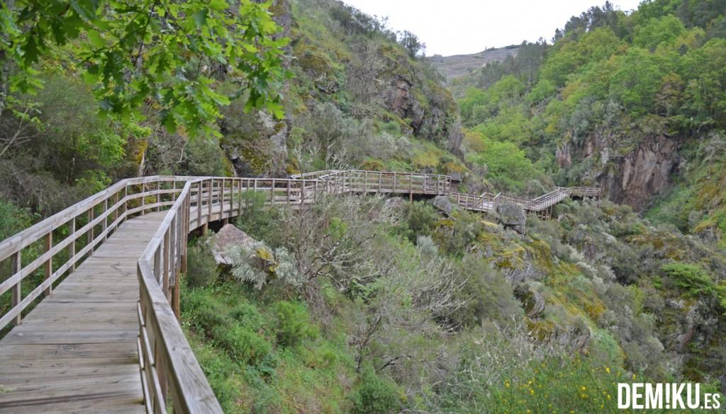 Pasarelas del Rio Mao, en la Ribeira Sacra (Ourense)