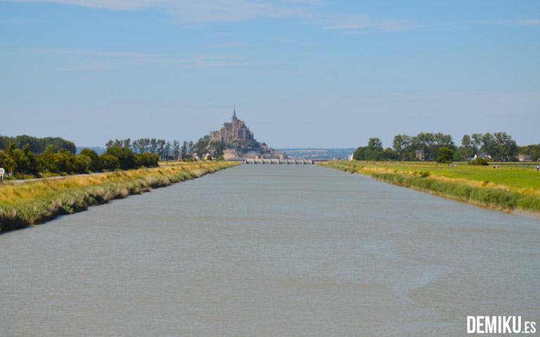 Barrage du Mont St Michel. Río Couesnon, en Beauvior.